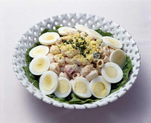 salata so varena sunka i jajca